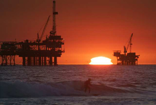 Oil platform off Huntington Beach (from Greenspace, LA Times)
